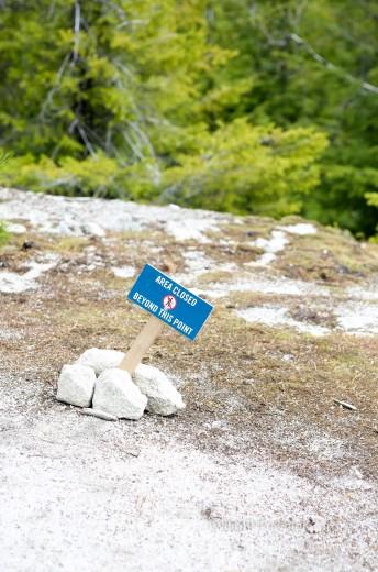 スクワミッシュ 崖の立て札